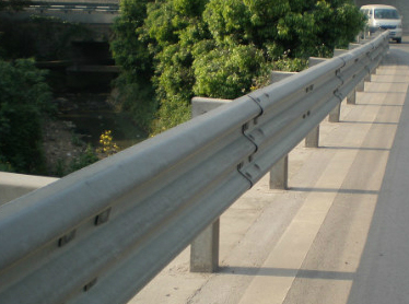 双桥三波波形护栏