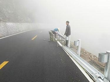 四川高速公路波形护栏安装