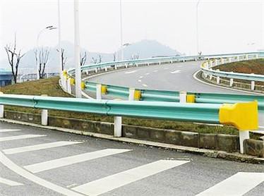 公路喷塑波形护栏生产厂家